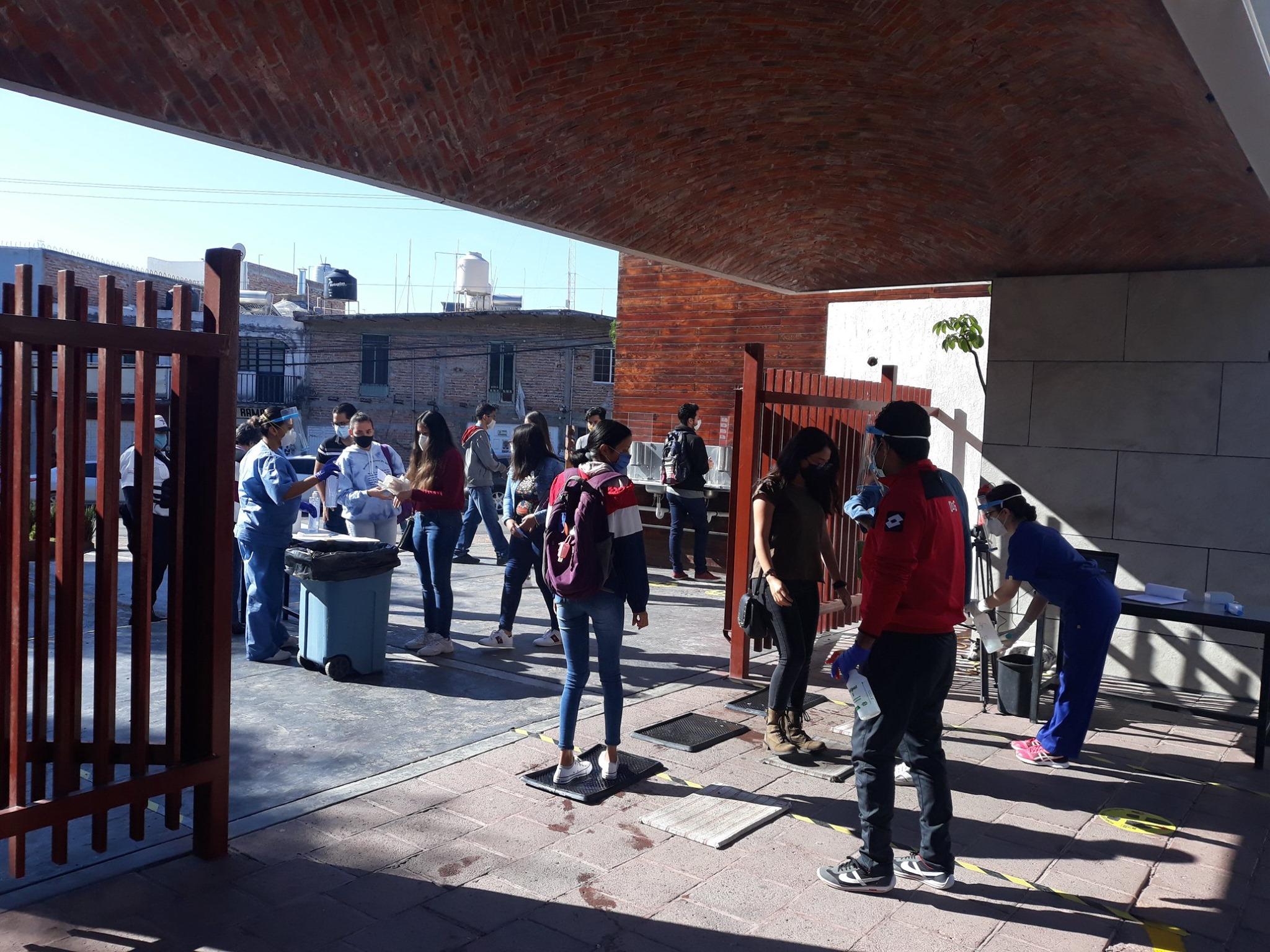 Los protocolos de limpieza fueron aplicados antes del ingreso de los estudiantes a las instalaciones