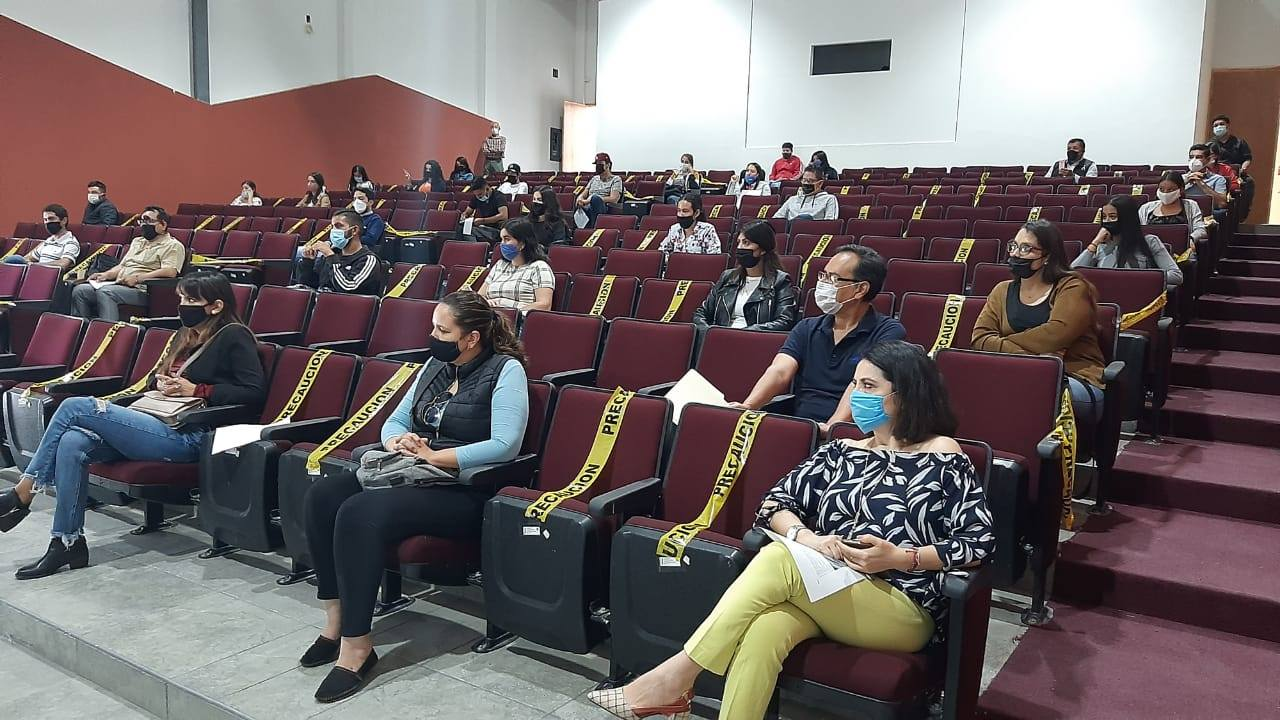 Los estudiantes se presentaron en el auditorio de la sede, mantuvieron la sana distancia