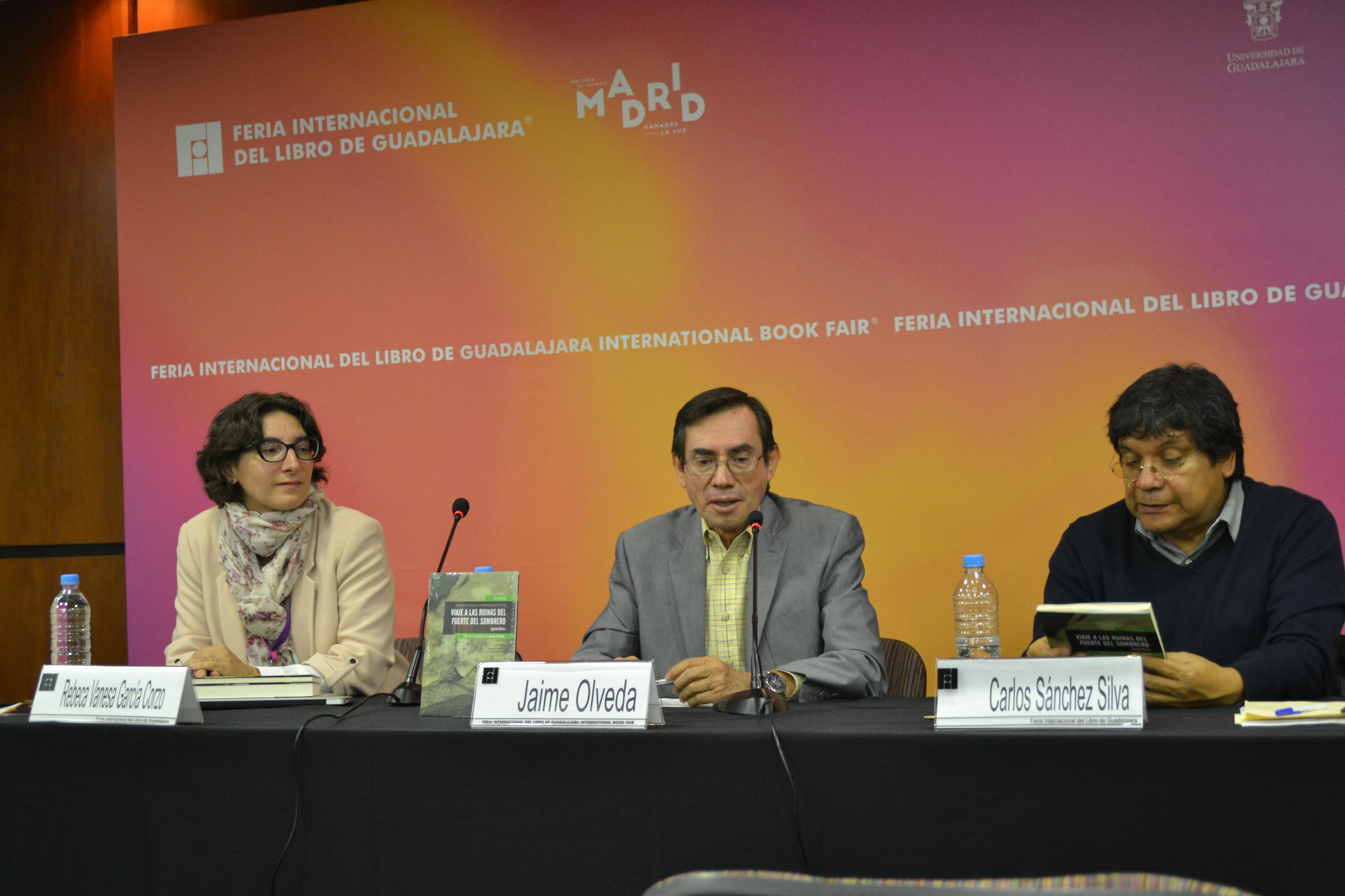 Los doctores Jaime Olveda, Rebeca García y Carlos Sánchez en la presentación del libro