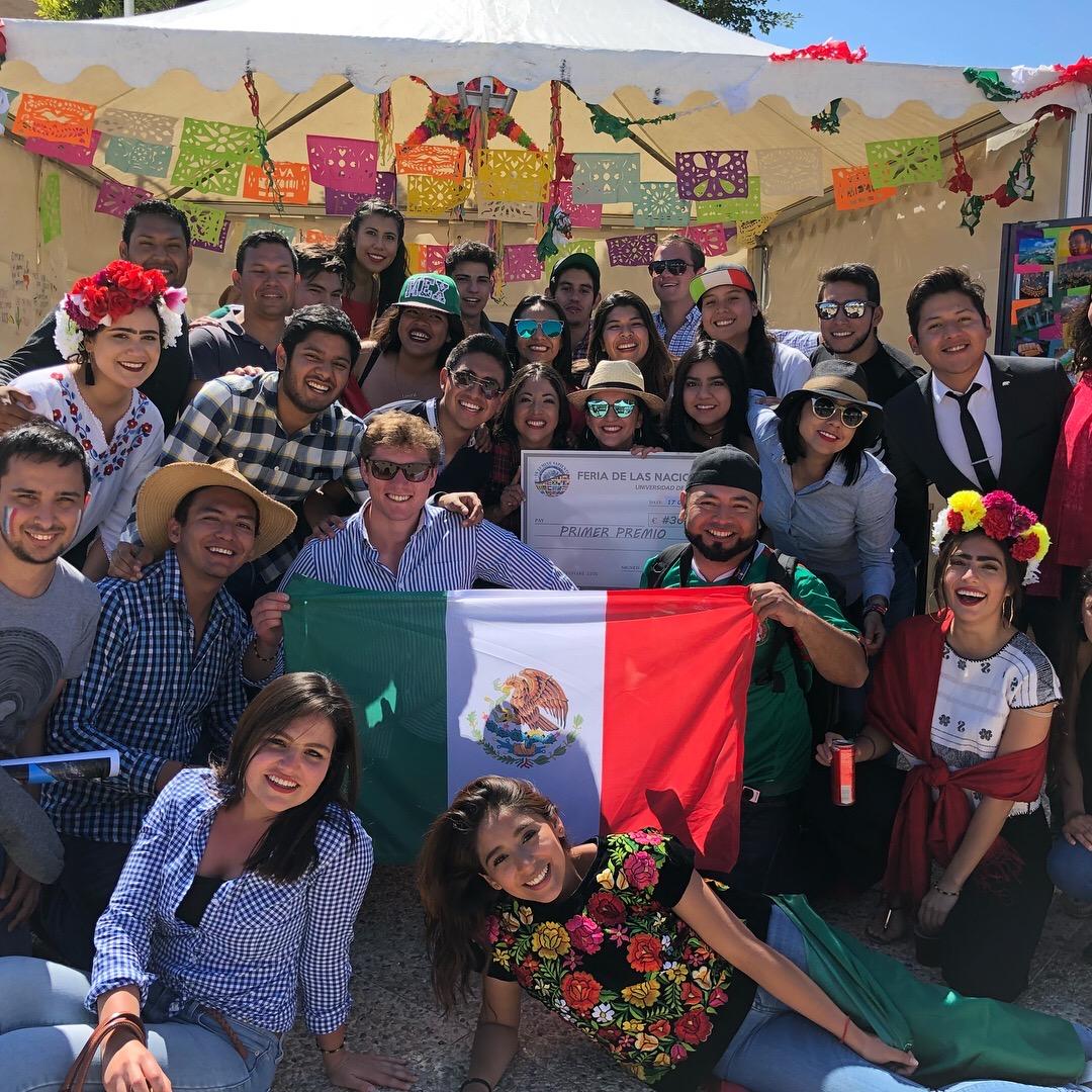 Equipo representante de México que ganó la Feria de las Naciones