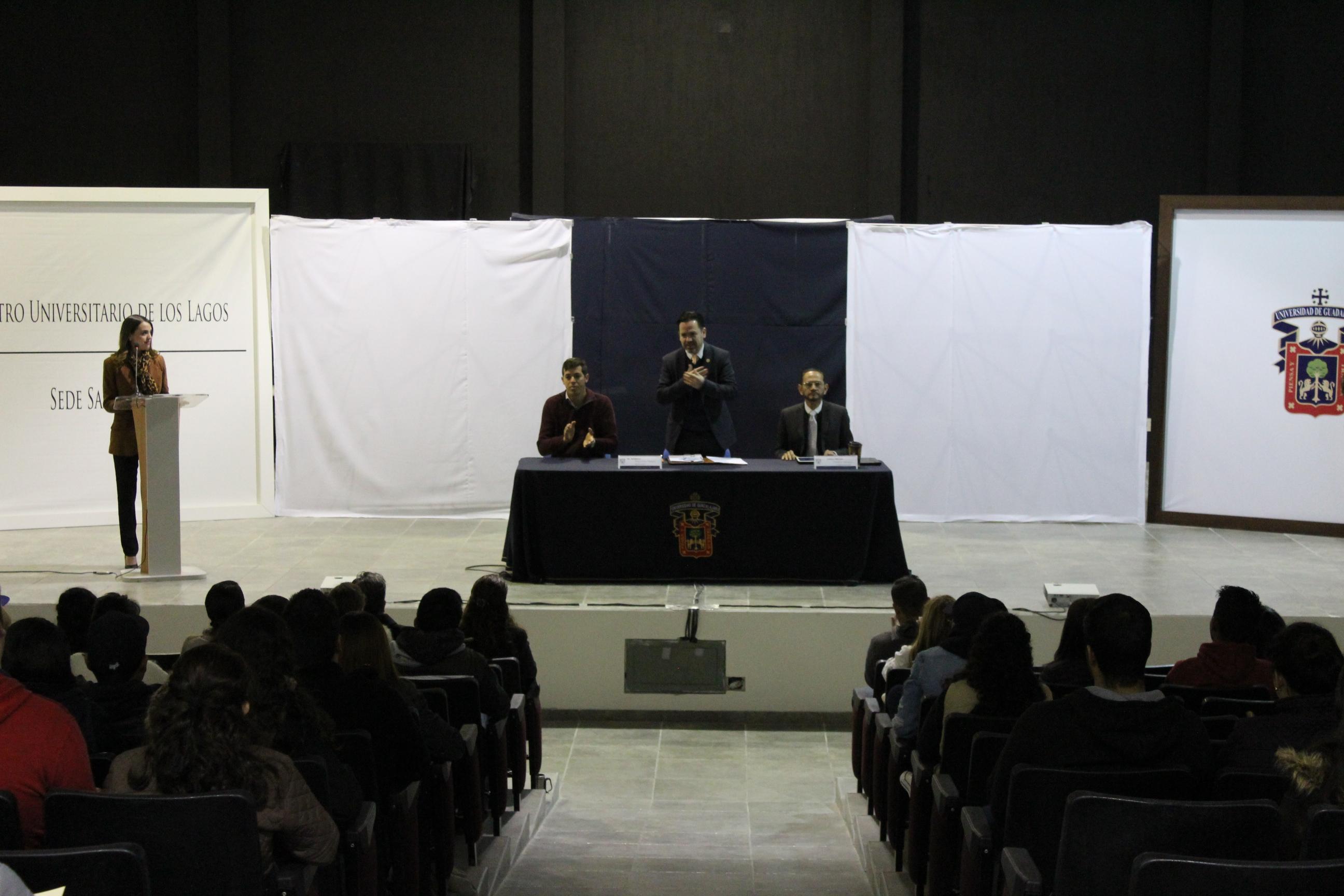 Saludo del doctor Aristarco Regalado, en compañía de las autoridades del CULagos
