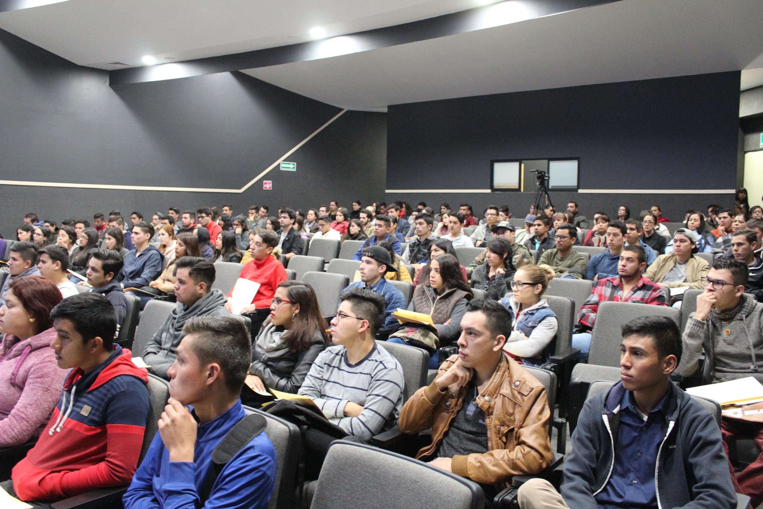 Estudiantes de nuevo ingreso en el Auditorio Dr. Horacio Padilla
