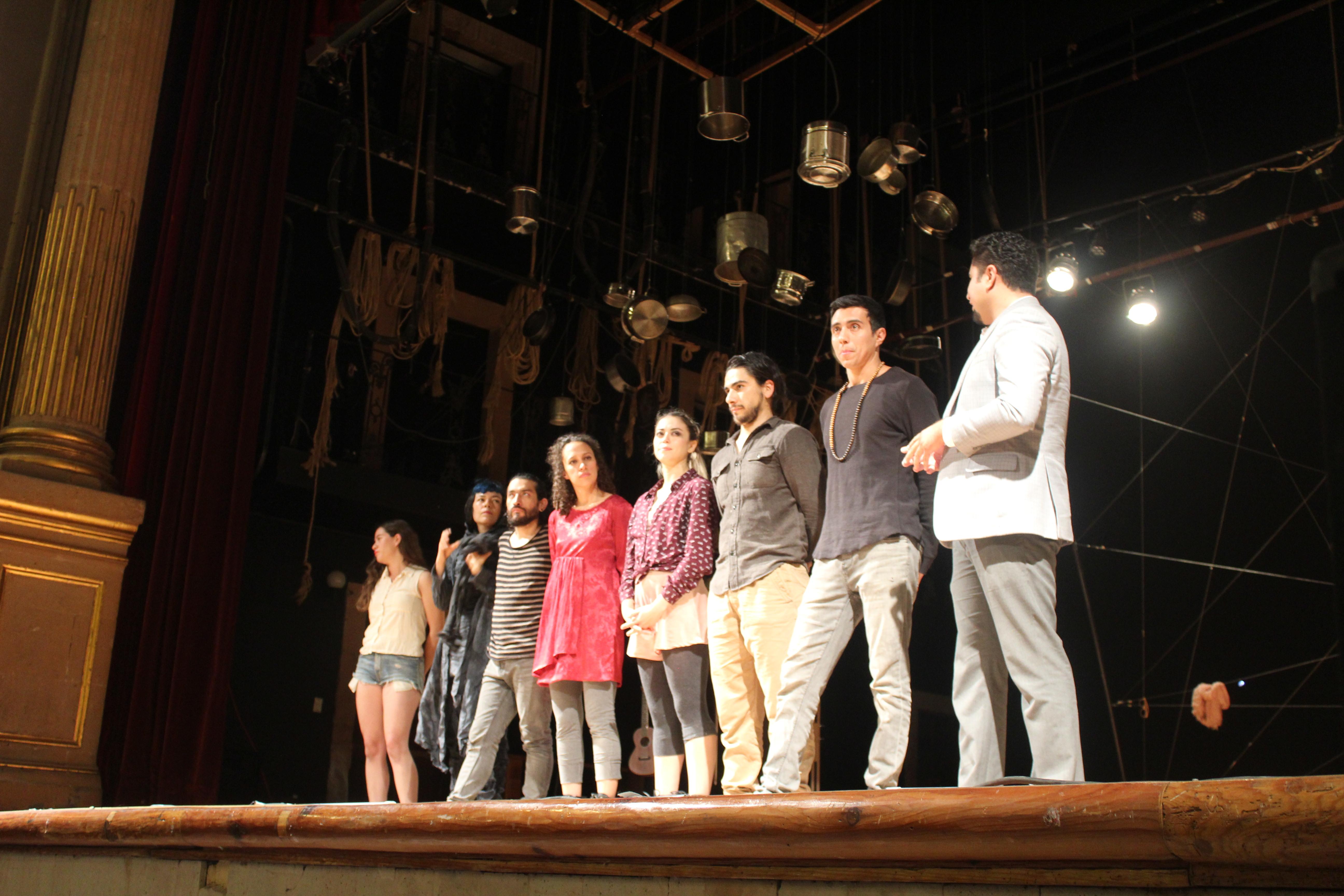 Los integrantes de Paralelo teatro fueron presentados por el licenciado Daniel Vargas, coordinador de Extensión del CULagos