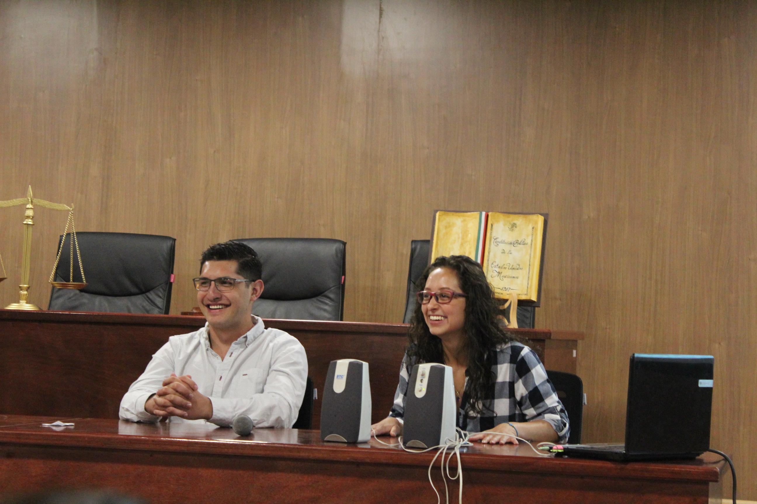 Los estudiantes de Colombia y Bolivia en su exposición