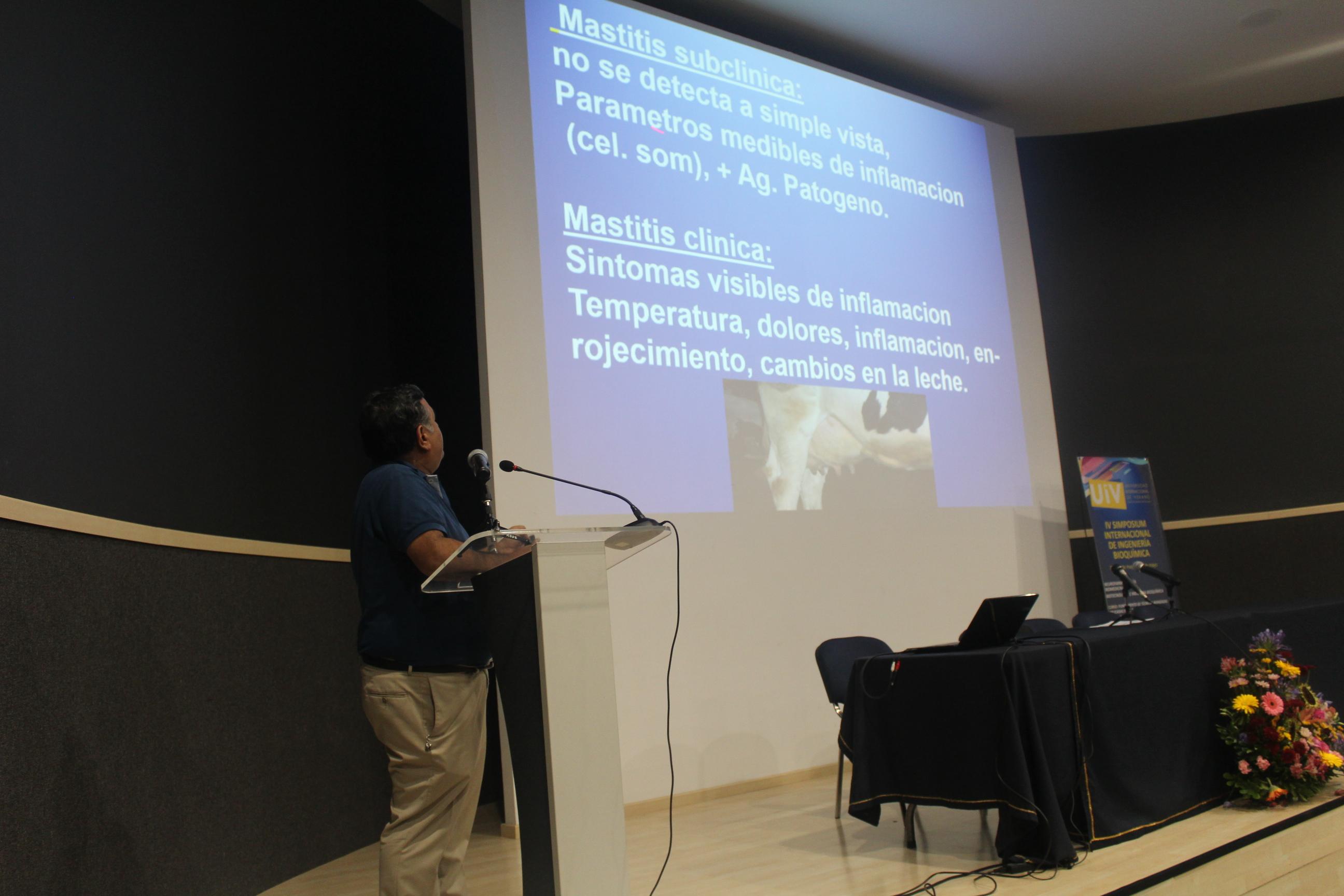 El doctor Hugo Castañeda Vázquez explicó a los asistentes las técnicas de biología molecular en el diagnóstico de mastitis