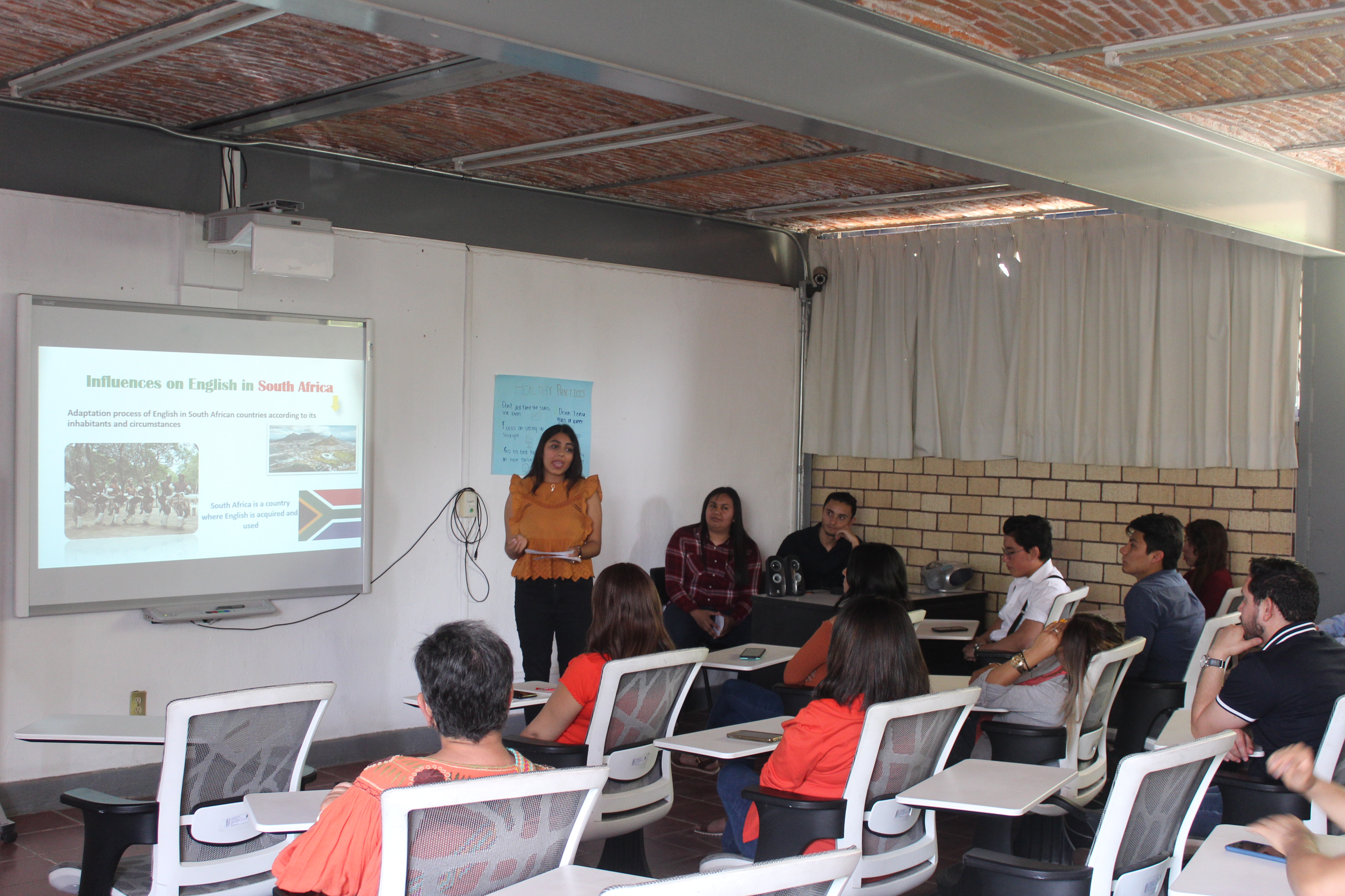 El equipo presentó este tema mediante diapositivas