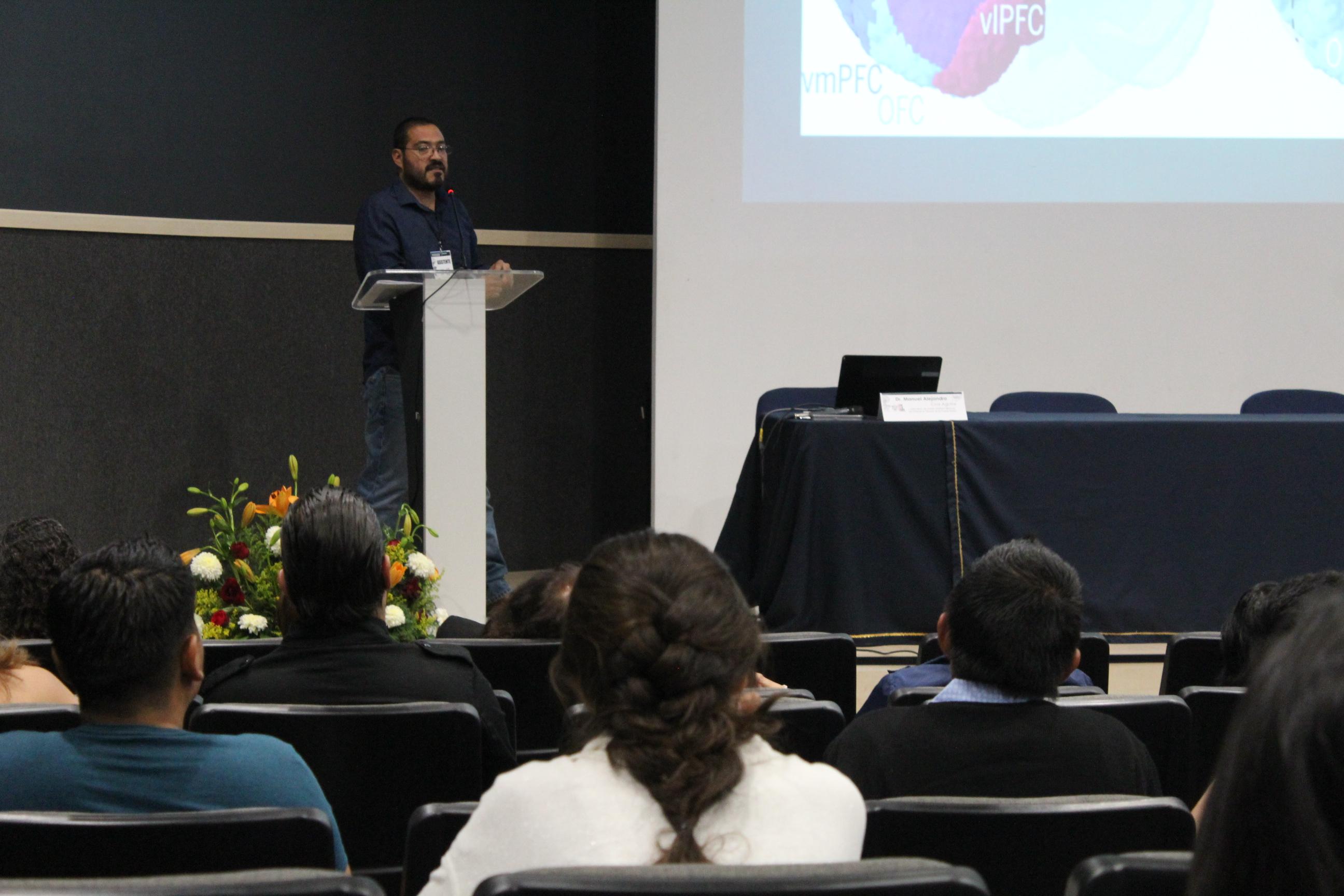 Presentación del doctor Cruz Aguilar