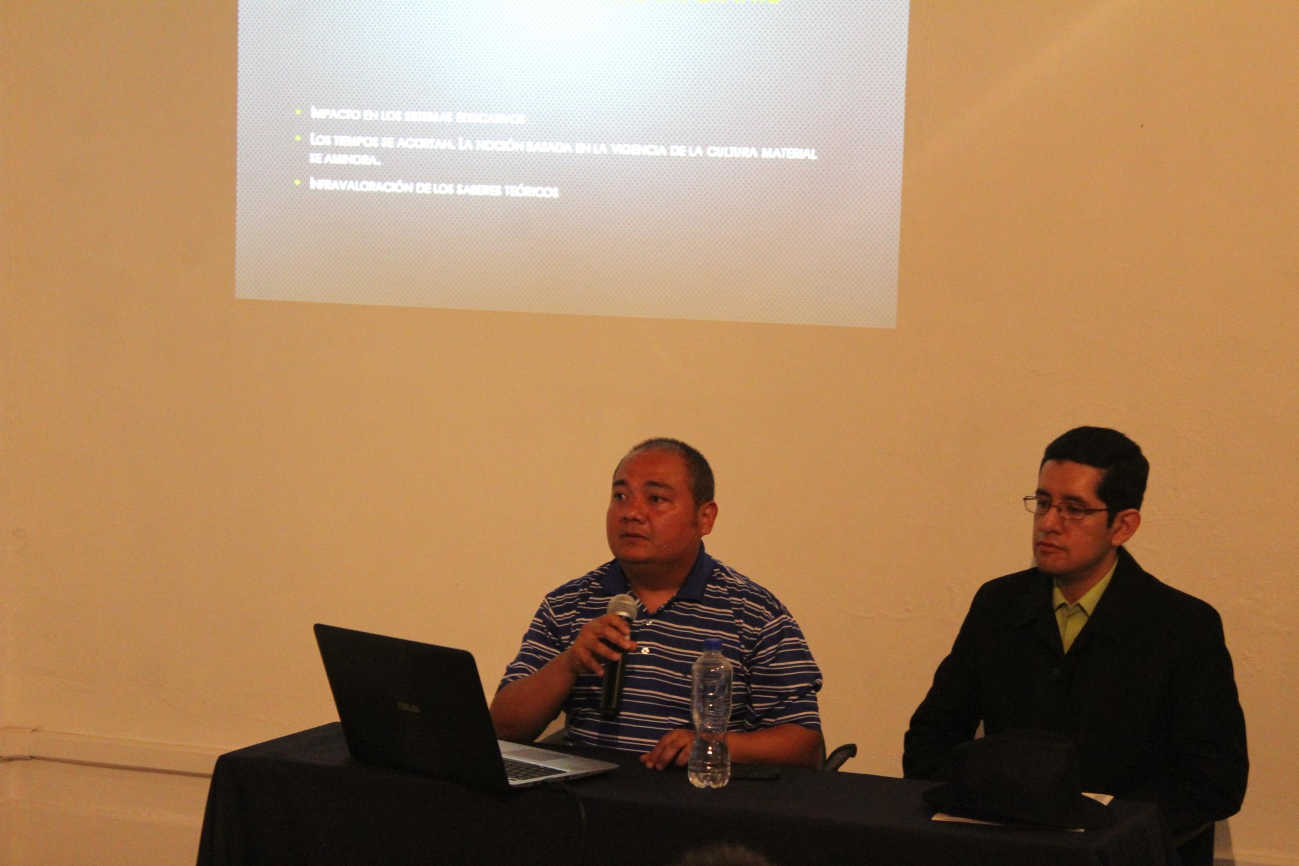 El doctor Christian Luna presentó ante estudiantes y egresados su ponencia