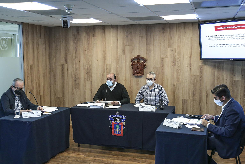 La rueda de prensa estuvo presidida por el doctor Ricardo Villanueva Lomelí, Rector General