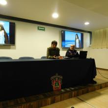 Los doctores Christian Luna y Daniel Reyes dialogaron con los asistentes al final de la proyección
