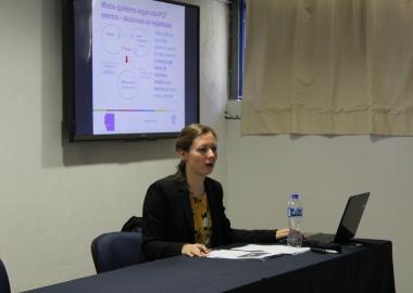 La doctora Sara Albiez-Wiek durante su presentación