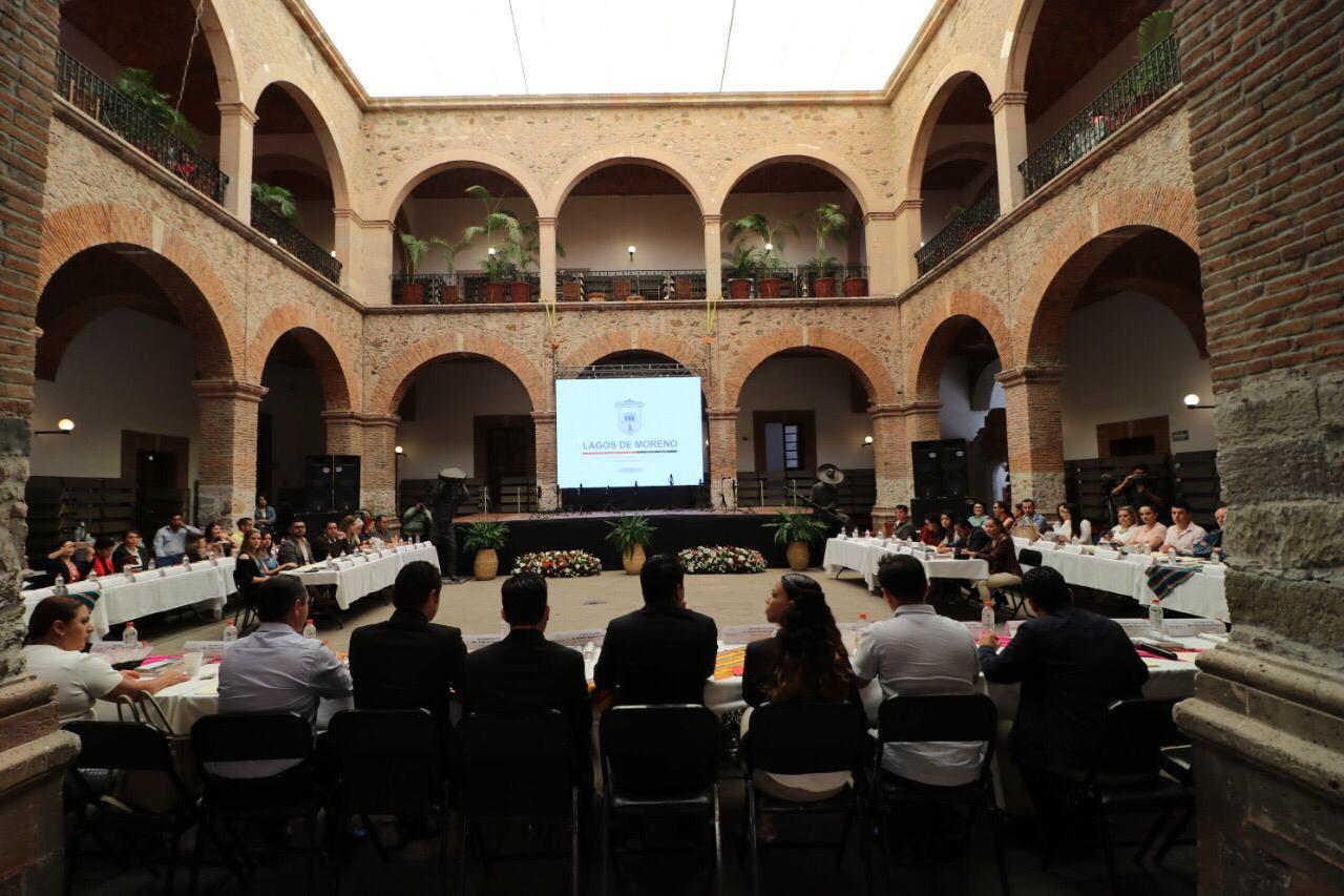 Los 73 asistentes se reunieron en el patio de la Casa de la Cultura de Lagos de Moreno