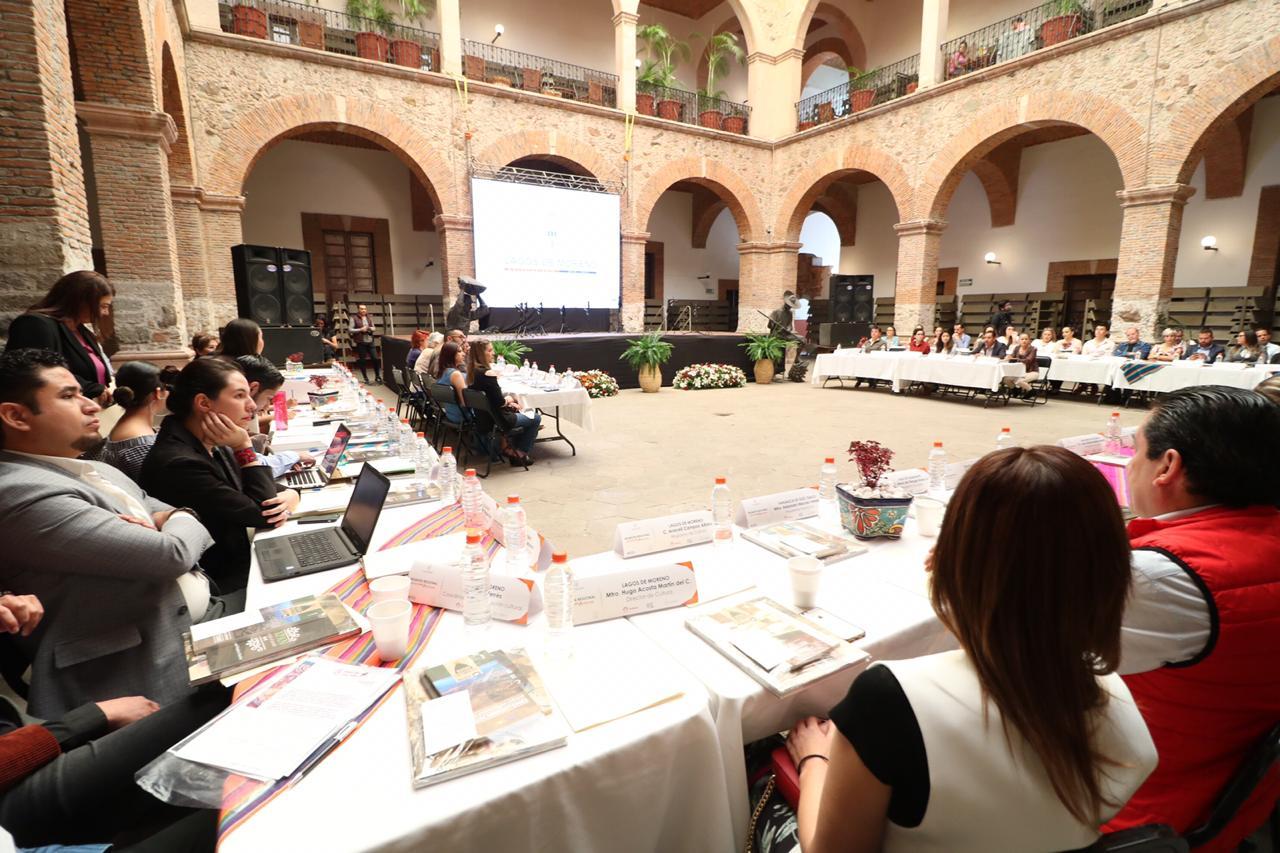 Los participantes escucharon atentos las distintas participaciones